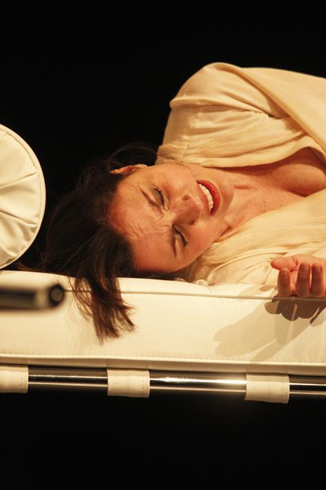 Sao Paulo, SP, Brasil. Data 17-05-2016. Espetaculo Isadora. Atriz Melissa Vettore. Teatro do Masp Foto Lenise Pinheiro/Folhapress