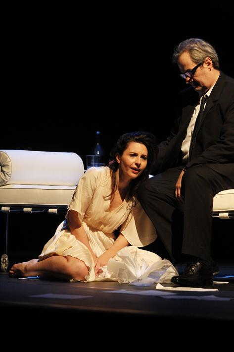 Sao Paulo, SP, Brasil. Data 17-05-2016. Espetaculo Isadora. Atores Melissa Vettore (esq) e Daniel Dantas. Teatro do Masp Foto Lenise Pinheiro/Folhapress