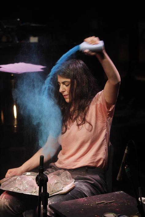Curitiba, Parana, Brasil. Data 25-03-2016. Espetaculo Parallel Songs. Atriz Fernanda Farah. Teatro Paiol. Foto Lenise Pinheiro/Folhapress.