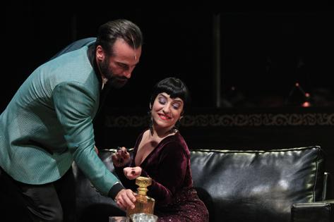 Sao Paulo, SP, Brasil. Data 14-10-2016. Espetaculo Tudo É Jazz. Atores  Carlos Arruza (esq) e Simone Gutierrez (dir). Teatro Promon. Foto Lenise Pinheiro/Folhapress.