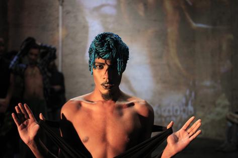 Sao Paulo, SP, Brasil. Data 13-11-2016. Performance 100 Nudes Hoots. Ator Emer Conatus. Estacao Satyros. Exclusivo para Coluna Dramaticas.Foto Lenise Pinheiro/Folhapress.