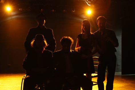 São Paulo, SP, Brasil. Data 01-02-2016. Espetáculo  Princípios. Iluminação Pedro Casali. Teatro Top. Foto Lenise Pinheiro/Divulgação